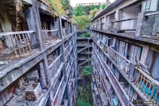 gunkanjima-apartments-900x600jpg
