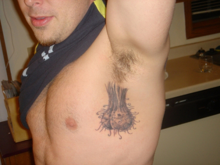 Le tatouage du jour qui pendouille