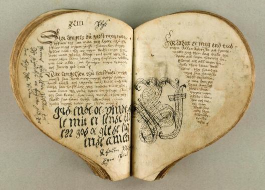 livres-forme-coeur-L-XxMMA2