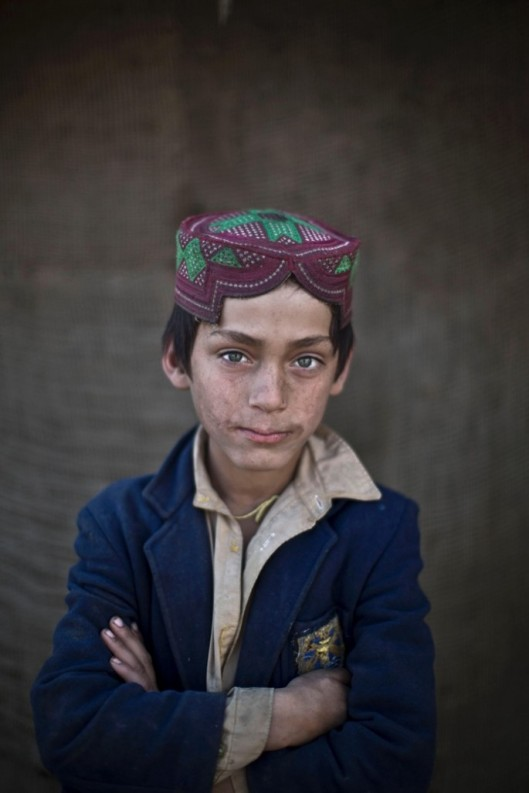 Afghan-Refugee-Children-05-685x1027