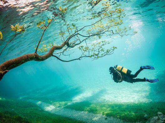 scuba-diver-tragoss-austria_79797_990x742