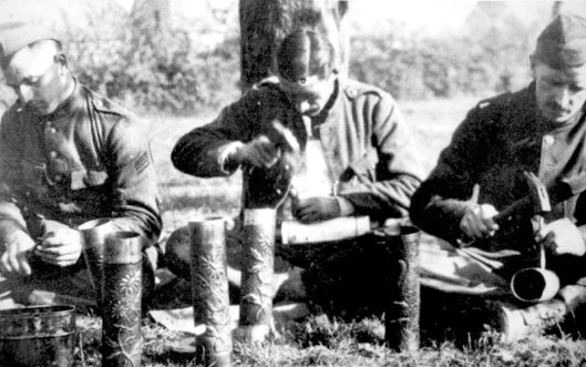 800px-Soldats_belges_artisanat_de_tranchée_1914-18