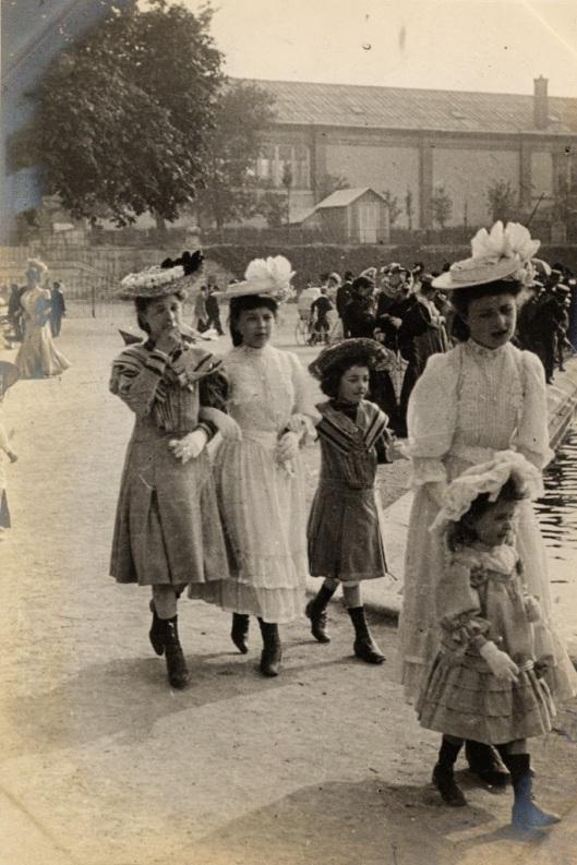 Paris Street Style of 1906 (10)