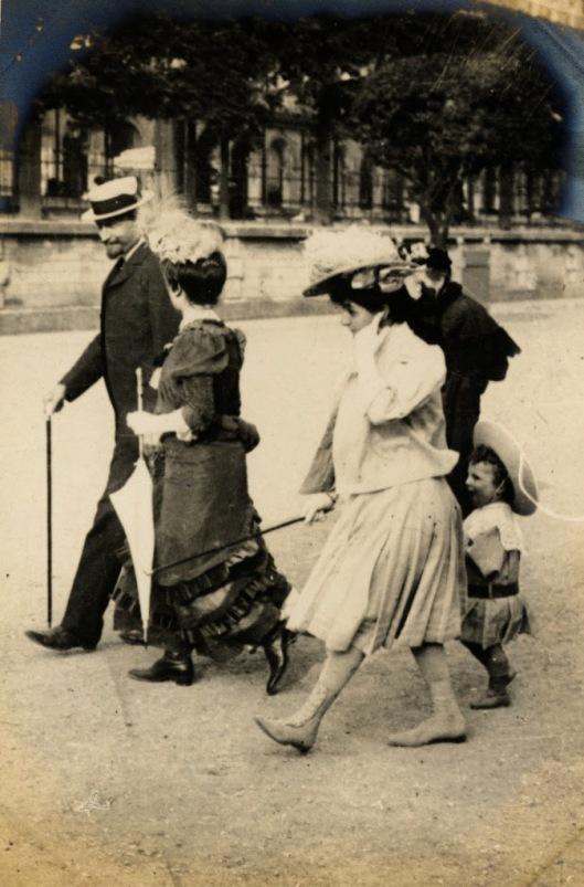 Paris Street Style of 1906 (9)