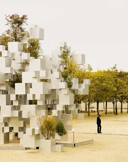 sou-fujimoto-adds-greenery-to-layered-cube-installation-paris-designboom-01