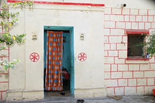 Shani-Shingnapur-doors2-550x368