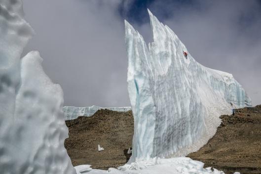 ice-climbing-at-the-summit-of-kilimanjaro-will-gadd-red-bull-2