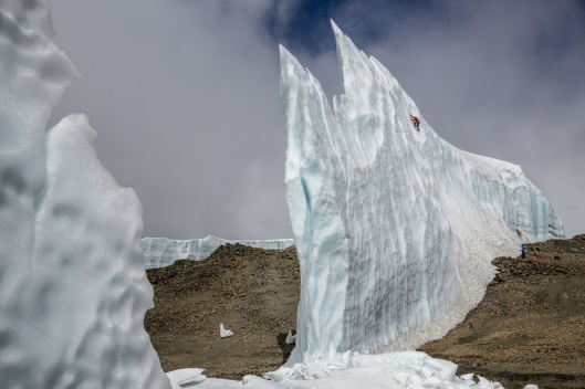 ice-climbing-at-the-summit-of-kilimanjaro-will-gadd-red-bull-2