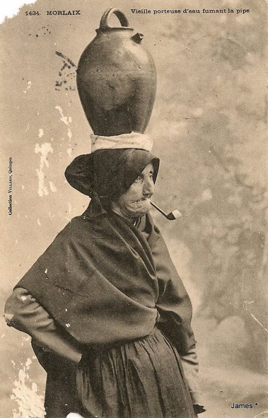 Women with a pipe (2)