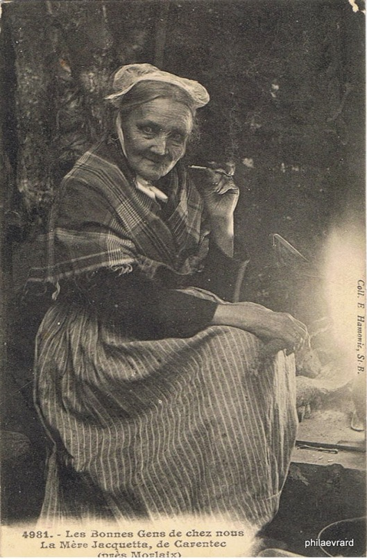 Women with a pipe (20)