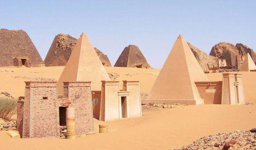 1024px-Sudan_Meroe_Pyramids_30sep2005_2