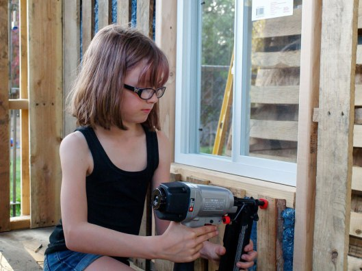 helping-homeless-shelter-9-year-old-girl-harvest-hailey-fort-5