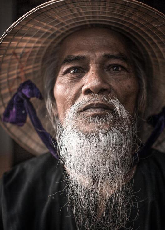 Cet homme a 73 ans. Photo prise à Hanoï.