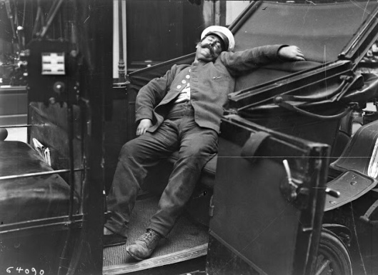 A+taxi+driver+sleeps+in+his+cab+during+the+heatwave+in+Paris%2C+1911