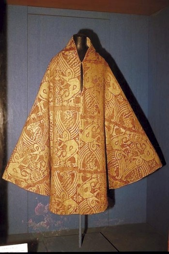 Chasuble de Saint-Yves, Église de Louannec, 13ème siècle. Source.