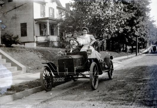 Pre+1908+Ford+with+two+girls