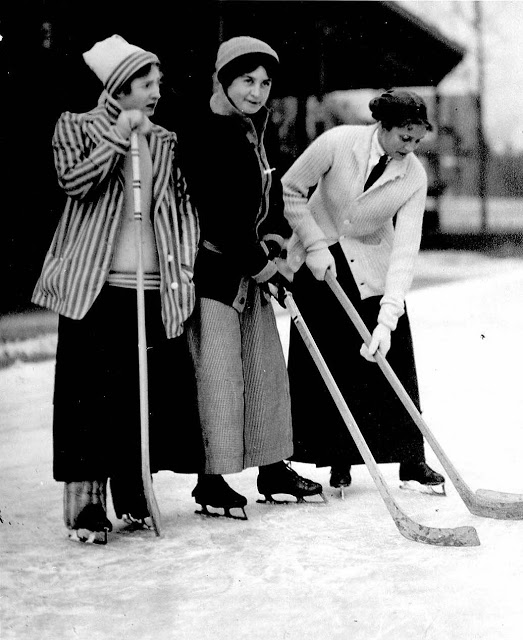 47. Women playing hockey - Toronto, 1910