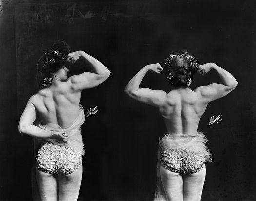 Beautiful Muscular Women in the early 1900s (1)