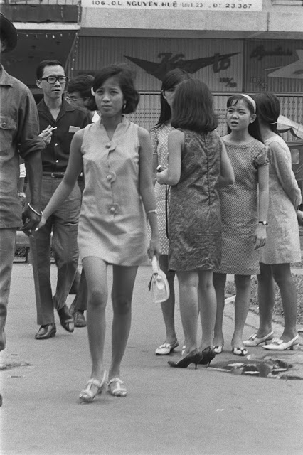 The Life in Saigon in the 1960s by François Sully (23)