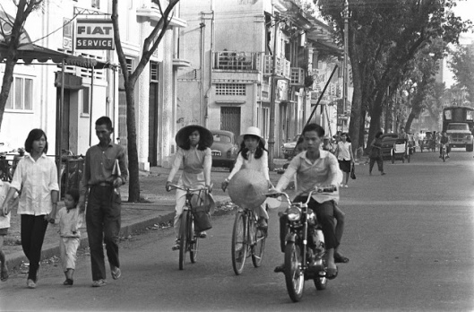 The_Life_in_Saigon_in_the_1960s_by_Fran_ois_Sully_1_
