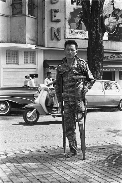 The_Life_in_Saigon_in_the_1960s_by_Fran_ois_Sully_20_