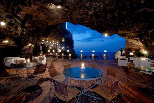 italian-cave-restaurant-grotta-palazzese-polignano-mare-27