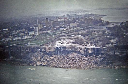 niagara-falls-turned-off-1969-12