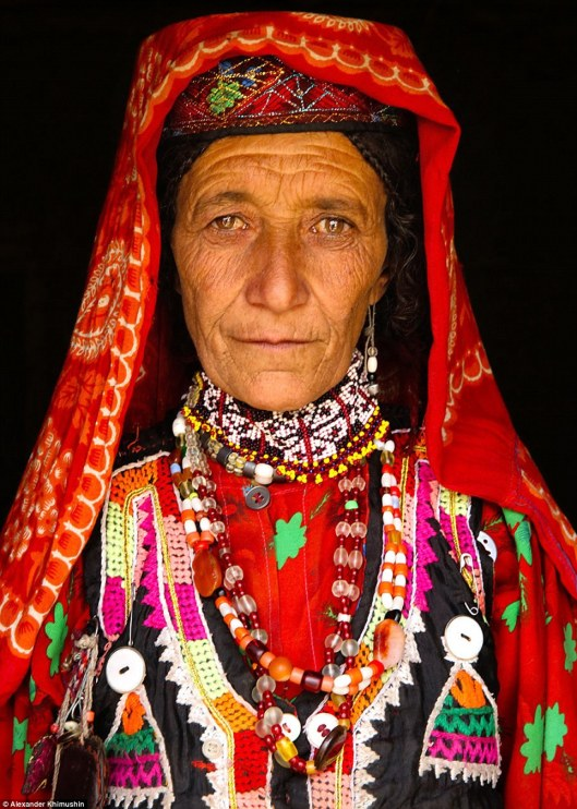 33F8510100000578-3580311-A_picture_of_a_Wakhi_woman_pictured_dressed_in_a_brightly_colour-a-19_1462770159525