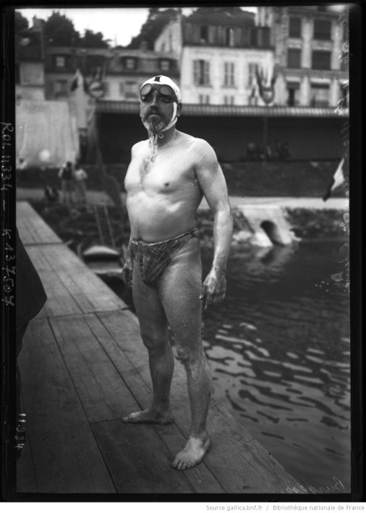 portrait du nageur en maillot de bain], Burgess. Source