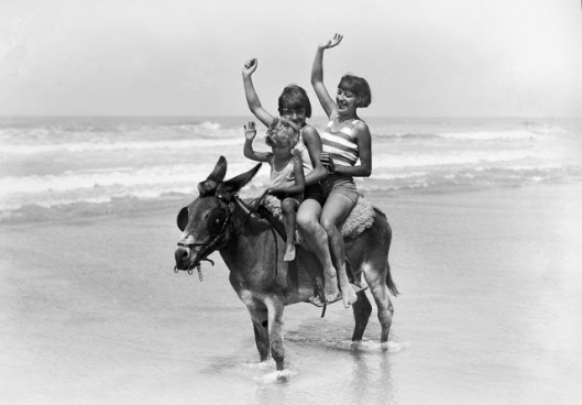 vintage-deauville-beach-16