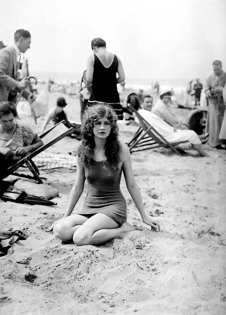 vintage-deauville-beach-26