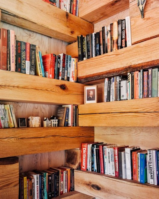 Secluded library cabin is your dream retreat - Hemmelig Rom Credit: Jason Koxvold/Studio Padron