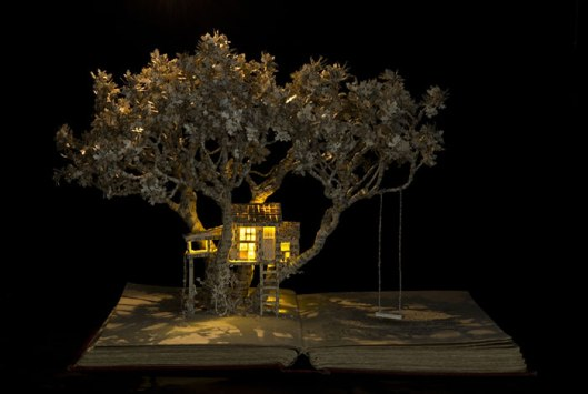 illuminated-book-sculpture-su-blackwell-10-57ee498976b59__700