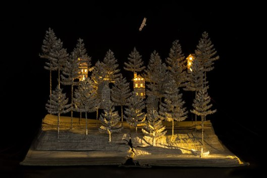 illuminated-book-sculpture-su-blackwell-13-57ee498e18d5a__700