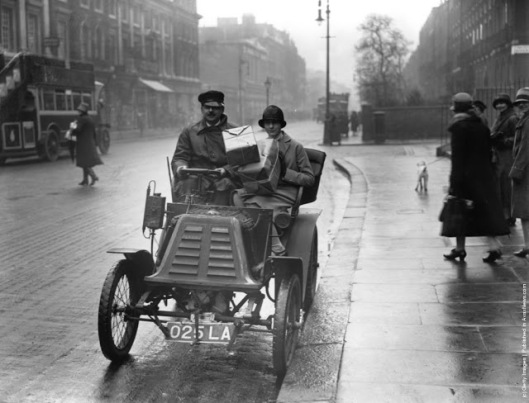 a-couple-bring-their-shopping-home-in-a-1898-renault-1920