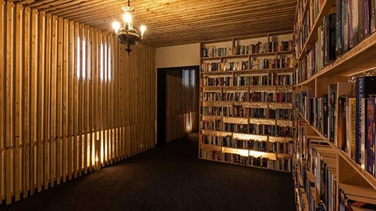 literary-man-hotel-50000-books-portugal-1