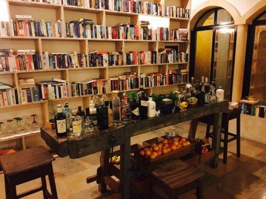 literary-man-hotel-50000-books-portugal-17-1